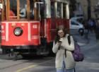 Vietato mandare sms mentre si cammina, potrebbe diventare legge