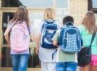 Ragazzi che vanno a scuola.