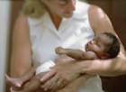 La bambina nasce di colore, il papà «bianco» distrugge la sala parto