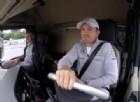 I piloti di F1 fanno acrobazie su... un camion