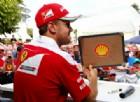 Sebastian Vettel scalda i suoi tifosi: «Andiamo a prendere la Mercedes»
