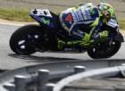 È duello in Yamaha. Lorenzo: «Vado forte», Rossi: «Così non basta»