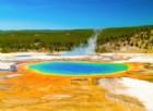 """Ragazzo di 23 anni si """"scioglie"""" nelle acque acide. La tragedia a Yellowstone"""