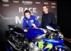 Valentino Rossi consegna la sua Yamaha autografata per beneficenza