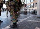 Militari presidiano la sicurezza di una città europea.