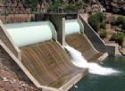 La diga di Oroville che incombe sul lago