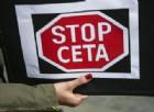 Un cartello di protesta contro il Ceta.