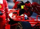 Sebastian Vettel spinto ai box di Barcellona dai meccanici Ferrari