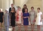 Vertice Nato di Bruxelles in versione Lgbt, nella foto delle first lady c'è anche un uomo