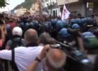 La carica della polizia al corteo No G7 a Giardini Naxos