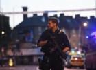 Furgone sulla folla a Finsbury Park di Londra: un morto e otto feriti