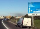 Roma, travolti da auto mentre compilano il Cid: finiscono in ospedale