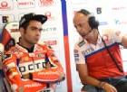Danilo Petrucci, leader della prima sessione di prove, ai box della Ducati Pramac