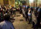 Il faccia a faccia tra poliziotti e centri sociali