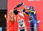Valentino Rossi e Danilo Petrucci festeggiano insieme sul podio del GP d'Olanda