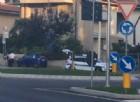 Biciclette travolte da un bus e da un'auto: due persone finiscono in ospedale