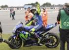 Valentino Rossi in sella alla M1 con il telaio modificato festeggia la vittoria ad Assen
