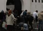 Parigi, uomo cerca di investire folla fuori dalla moschea