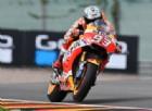Marquez davanti, Rossi rompe ancora ma si qualifica