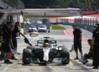 Ancora guai tecnici per Hamilton, ne approfitta Vettel