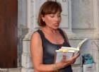 La scrittrice veneziana Isabella Panfido tiene a battesimo la nuova Libreria Mondadori di Mestre