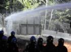 Manifestanti No Tav allontanati con gli idranti dalle forze dell'ordine
