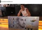 Zlatan Ibrahimovic in posa per una banconota da 1000 corone
