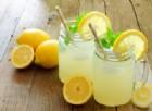 Acqua e limone non solo per dimagrire: 4 motivi per cui fa bene alla salute