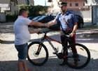 La riconsegna della bicicletta al legittimo proprietario da parte dei carabinieri