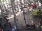 Barcellona, furgone sulla folla lungo la Rambla