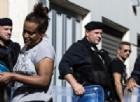Roma, profughi sgomberati anche da piazza Indipendenza: tensione tra agenti e migranti