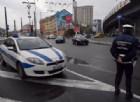 Camion incastrato sotto il ponte, mattinata di traffico a Genova