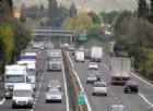 Ciclista tenta di raggiungere Roma in autostrada, fermato