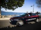 Palpeggia turista americana, gli amici lo fotografano e chiamano i Carabinieri