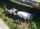 Betoniera cade da un viadotto, morto l'autista di 46 anni