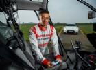Una vera auto da corsa guidata con il joystick... fino a 210 km/h!