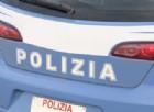 Sfonda una vetrina a calci: arrestato per furto aggravato