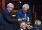 Il Rosatellum passa al Senato con 214 sì: vai con la legge «bunga-bunga»