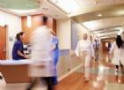 Dolore alla testa e puntini rossi: 38enne colpito da meningite fulminante