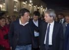 «Teatro Pd», Renzi accoglie Gentiloni davanti alle telecamere. Ma il premier lo bacchetta