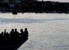 Migranti, sbarca a Salerno una nave con 26 donne morte: è l'ennesima «tragedia dell'umanità»