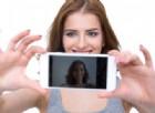 Studentesse nude su WhatsApp, lo psicologo: «Ammazzare la noia con foto hot ha delle conseguenze»