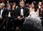 George Clooney e Amal: in volo con i gemelli regalano cuffie ai passeggeri