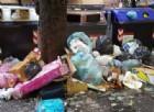 Roma: cassonetti strapieni, la spazzatura di Natale invade le strade