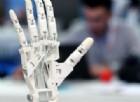 Ecco dove è nata l'elettronica della mano bionica imnpiantata su una donna