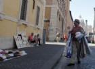 San Pietro, abusivi si oppongono ai controlli: un agente ferito negli scontri