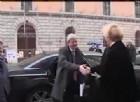 Una fan a Gentiloni: «Salvatore della Patria», ma lui fa il modesto
