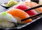 Mangia sempre sushi e i medici gli trovano un verme di quasi due metri nell'intestino