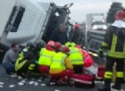 Camion si ribalta su un fianco: bloccata la A28