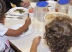 Pizza con fil di ferro alla mensa scolastica
